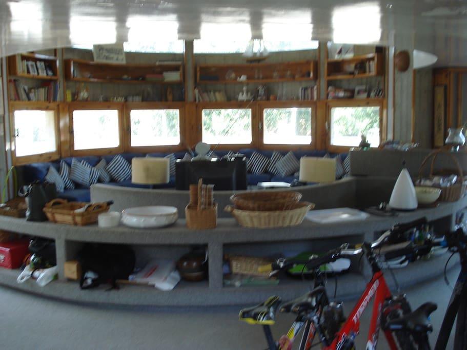 ampio spazio comune con divano fino a 20 persone
