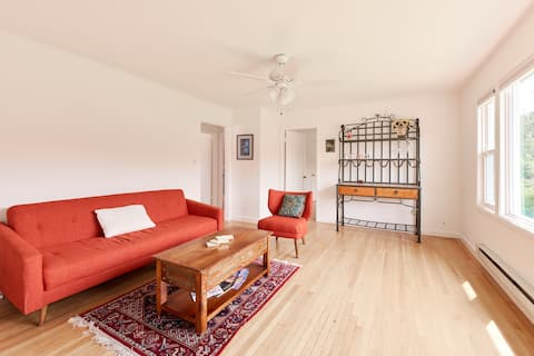Private 2 bedroom with Mt. Tam views and patio !