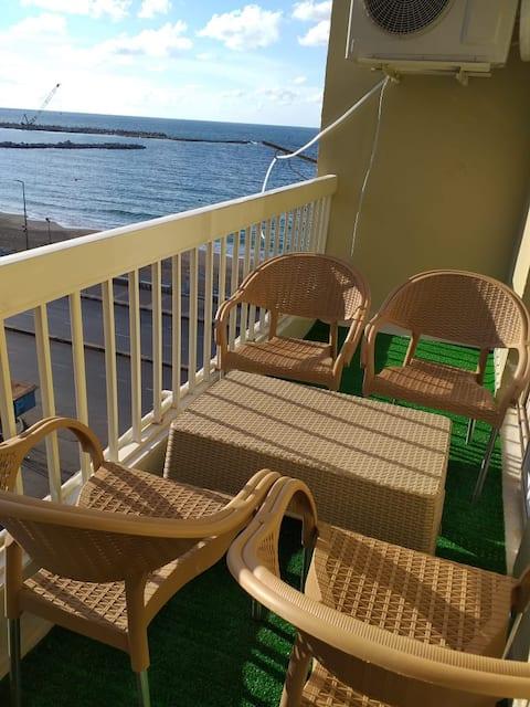 Sea View- Best Choice for Families-No couples plz