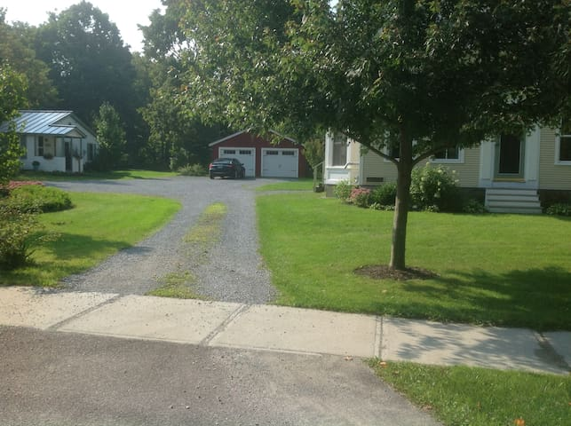 Spacious private bed and bath - Middlebury - Bed & Breakfast
