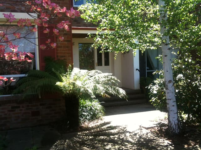 Private Room near Anzac Parade - Canberra - Rumah