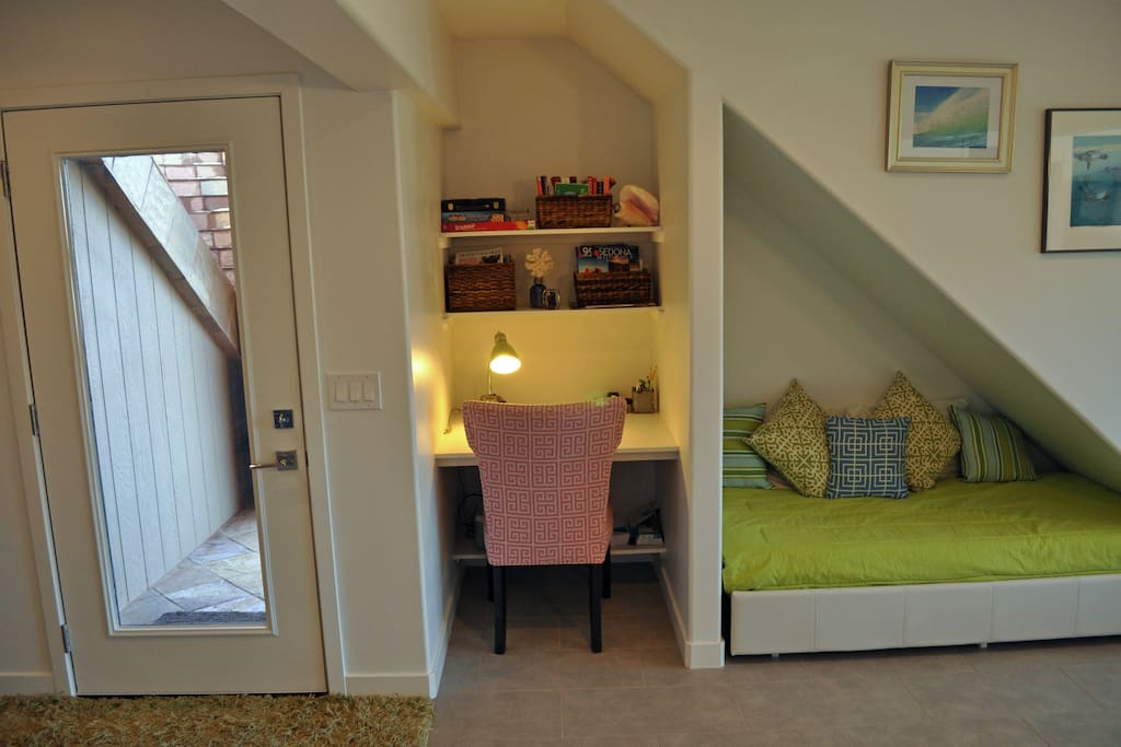 Private  ground level entry with desk and reading nook/twin bed
