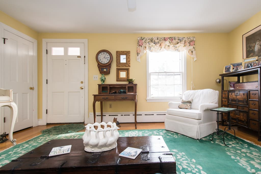 Private bedroom and bath lounge houses for rent in for Rhode island bath house