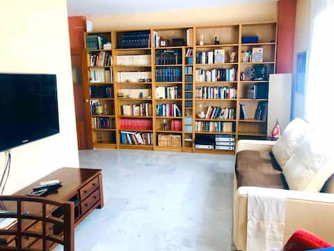 Sunny and Spacious flat with pool close to FIBES.