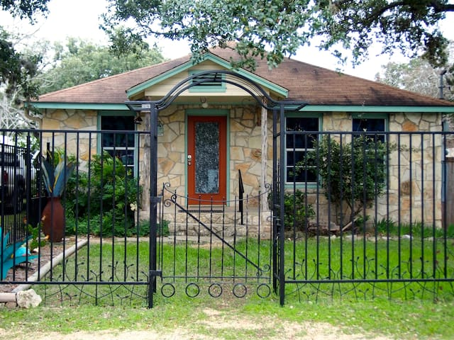 Casa Blanca on the Wimberley Square