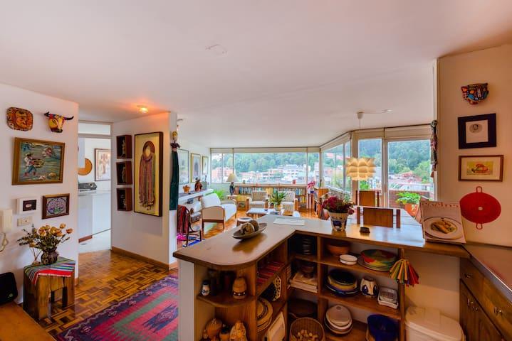 Vintage 2 Bedroom Apartment in La Macarena (Wi-Fi)