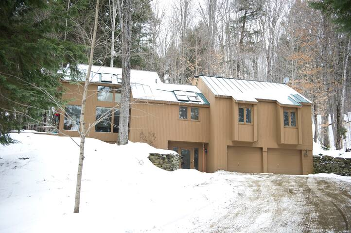 Bright & Spacious Family Friendly Quechee Getaway