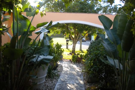 Charming Room/bathroom/pool -  Fort Myers