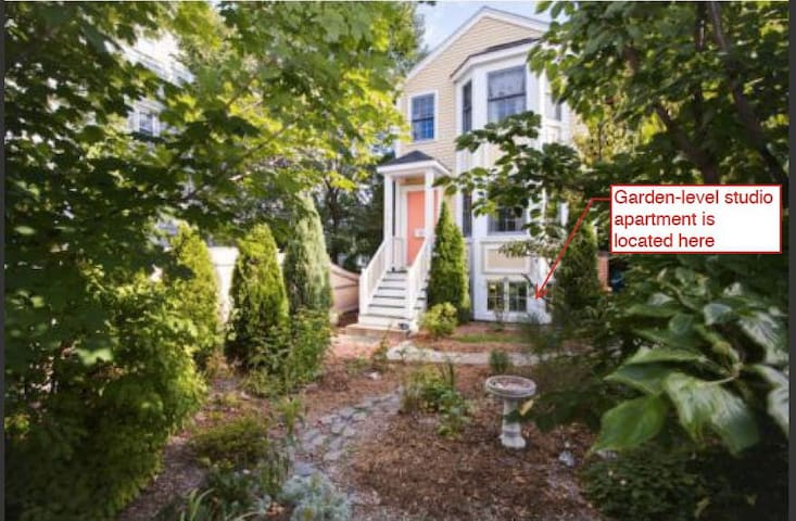 Garden-level studio apartment - Cambridge - Apartamento