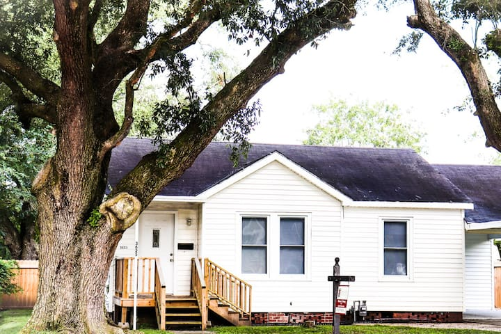 Cottage in the Oaks/Midtown Lake Charles