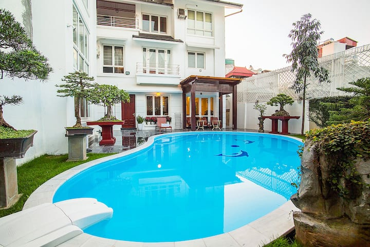 Luxury villa / 10 minutes from Old Quarter/ Pools