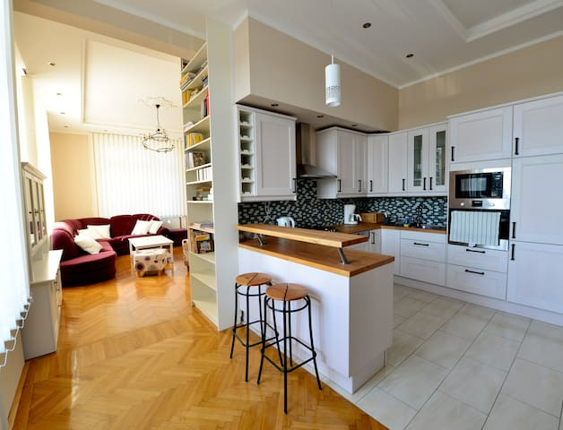 ★15 min to center and 2 bedrooms★