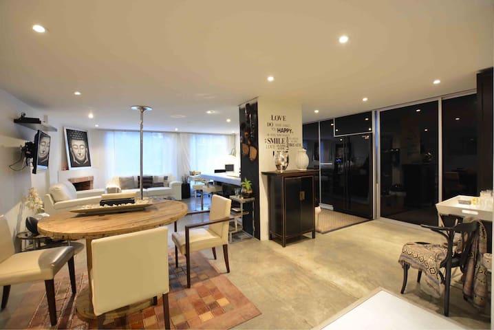 Cozy modern 2 bedroom apt in best location