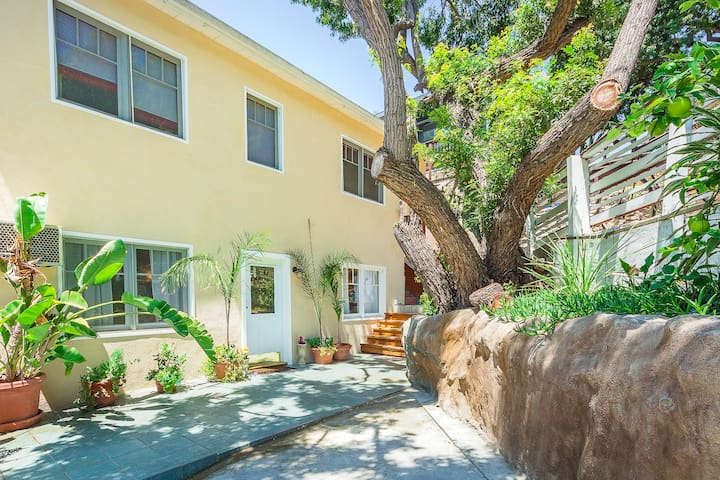 Gorgeous Elysian Heights Home -2B2B