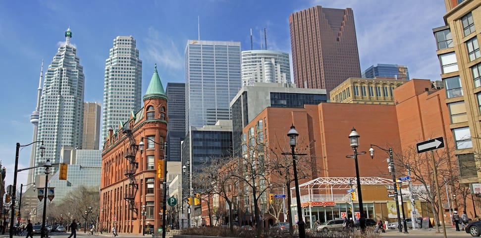 Loft Style Downtown House 4 beds/2 bath/2 parking - Toronto - Hus