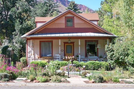 Historic Home built in 1914 - 915 Colorado Ave - Glenwood Springs