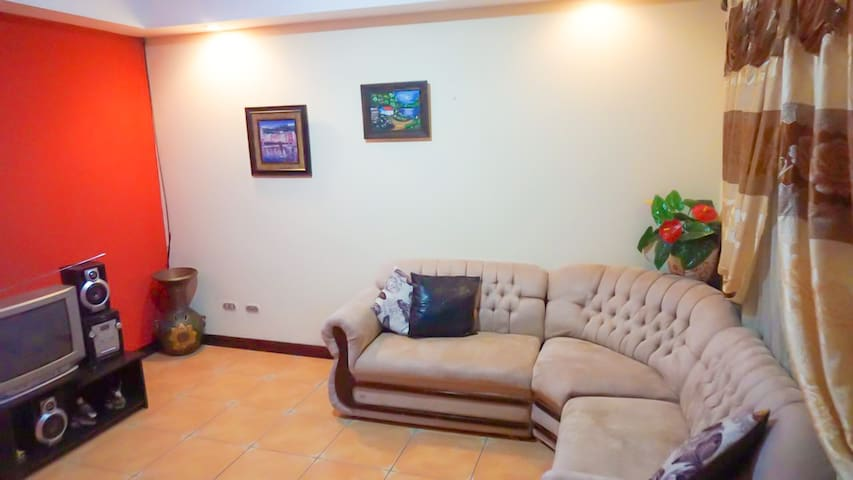 Confortable and safe house near the airport - San Francisco - Huis