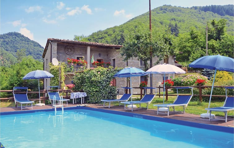 Holiday cottage with 3 bedrooms on 90m² in Castiglione G. LU