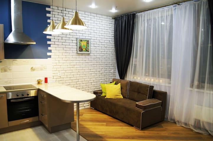 New cozy colourful apartment near the metro