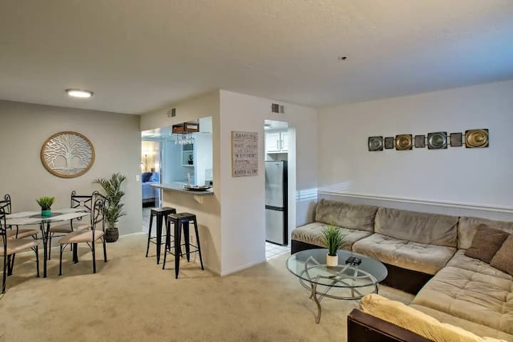 Comfortable Condo W/Heated pool and Hot Tub