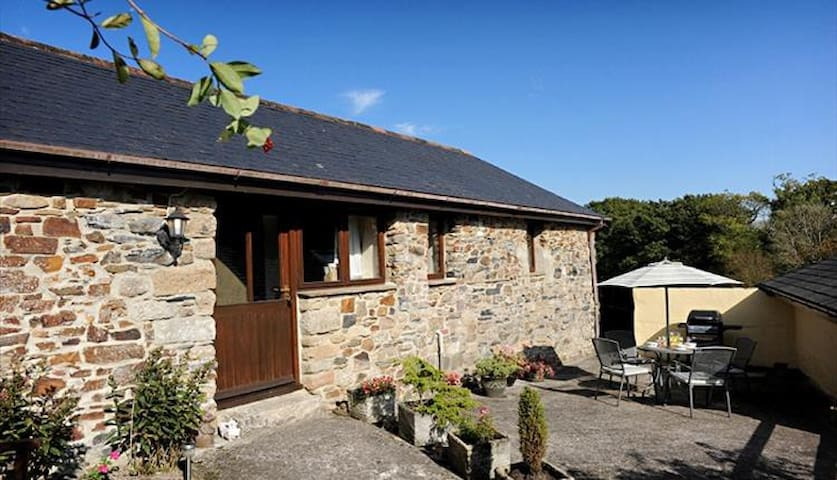 Detached Cottage with garden and Dartmoor views