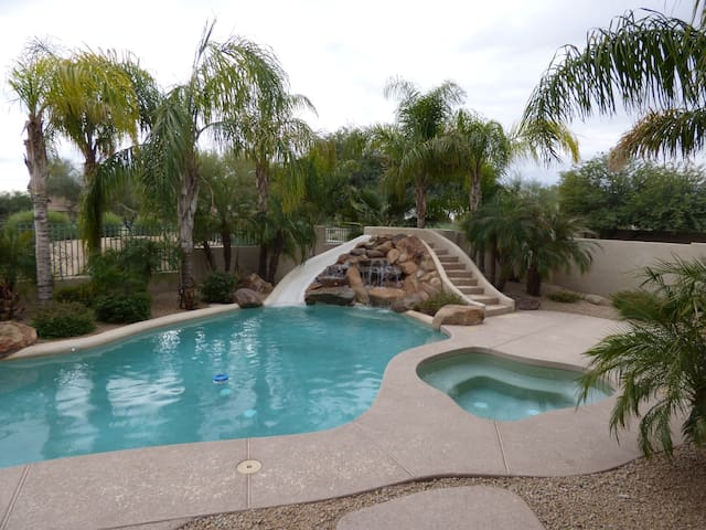 Super Bowl - Gated Home - Golf - Goodyear - Huis