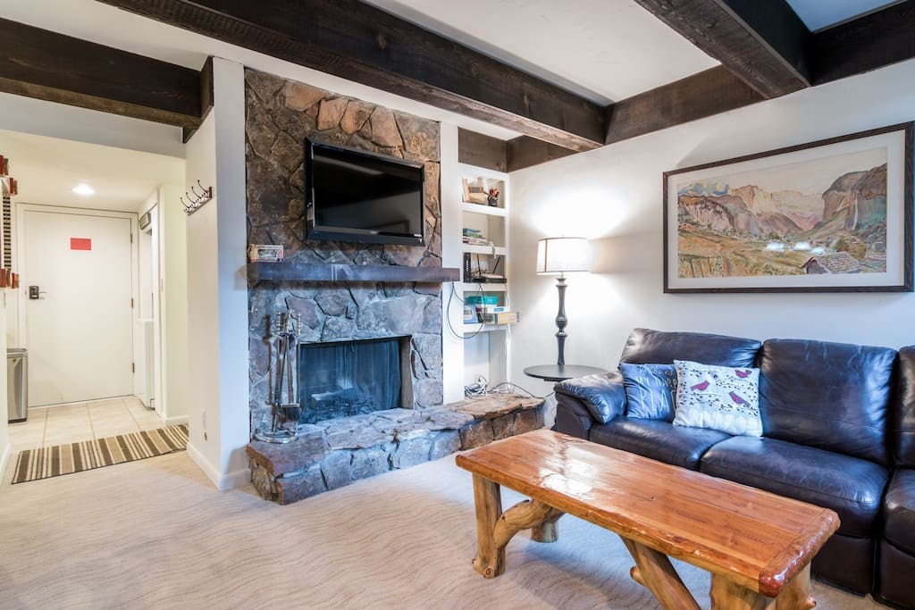An open-concept living area with fireplace, TV, and complimentary Wi-Fi.