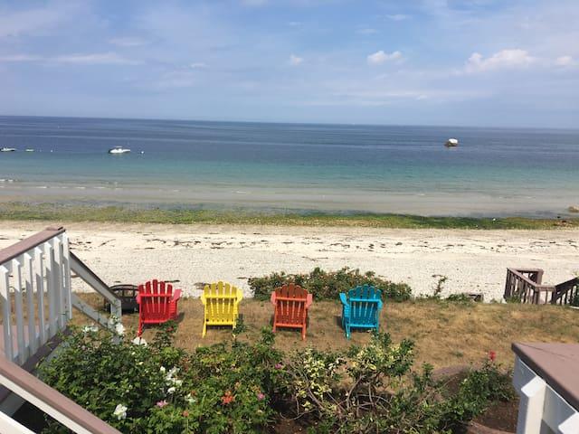 Beautiful 6 BR 4 bath Ocean Front w private beach!