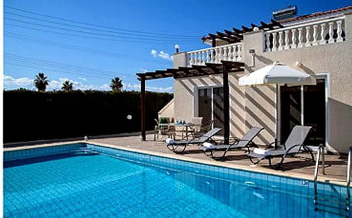 Вилла в корал бэй недвижимость на тенерифе цены