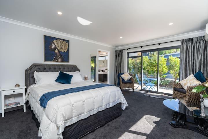 Glenbervie Cottages & Bed & Breakfast - Queen Room