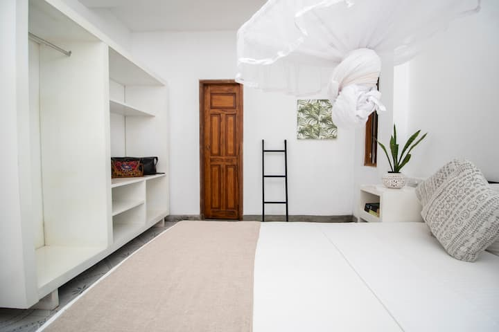 Double room with ensuite bathroom - Lime & Co Kaba