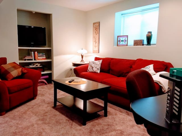 Boulder/Louisville Large Suite/Bed/Bath/Living
