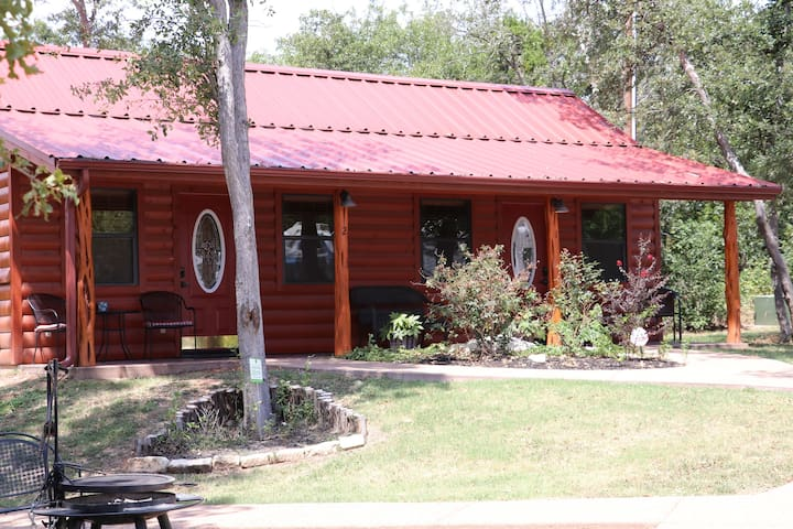 Cabin 2 Rental 15 minutes from Magnolia and Baylor