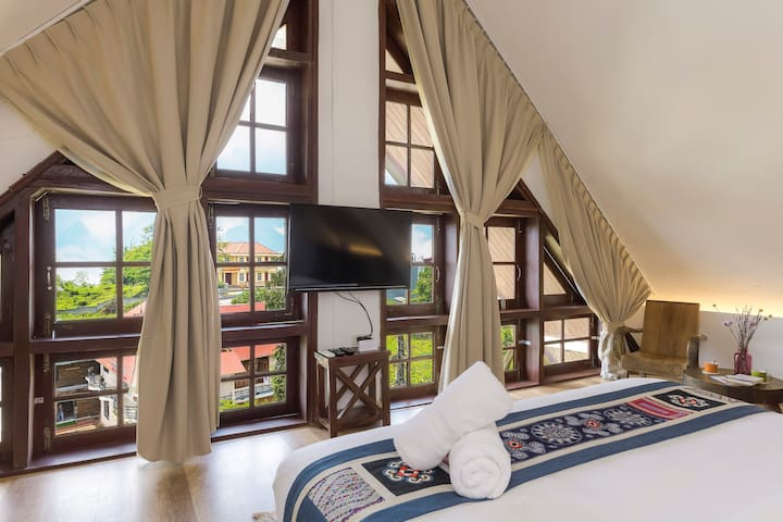 ATTIC Suite w/ MOUNTAIN VIEW in FRENCH-style Villa