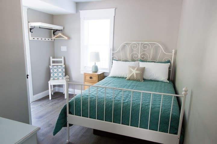 Bedroom 3: Full Bed and dresser.
