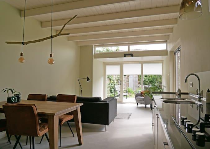 Ruime stijlvolle en lichte woning