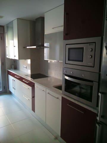 Apartamento de dos dormitorios - Varea - Huoneisto