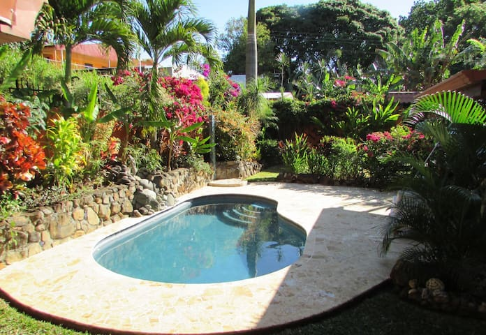 Experience small town Costa Rica in Eclectic home - Atenas - House