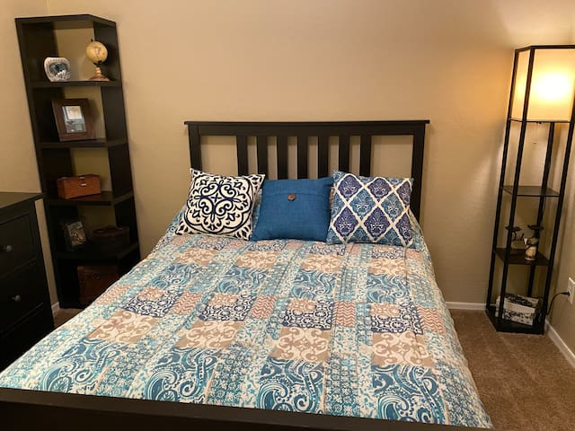 Private Bed & Bath in Surprise for 2