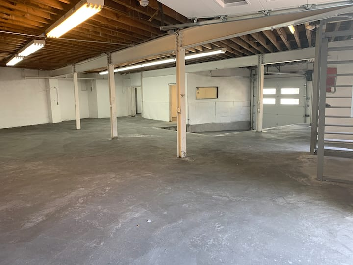 Warehouse space in Bloomfield, NJ