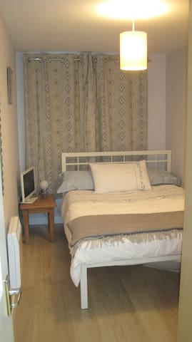 Single Room in Modern Flat, Clean and Welcoming