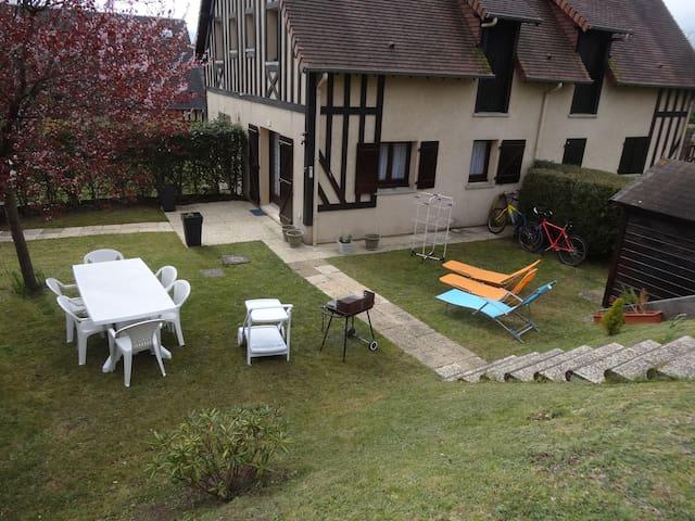COTTAGE 6 Pers. avec jardin à HOULGATE Normandie - Houlgate - House