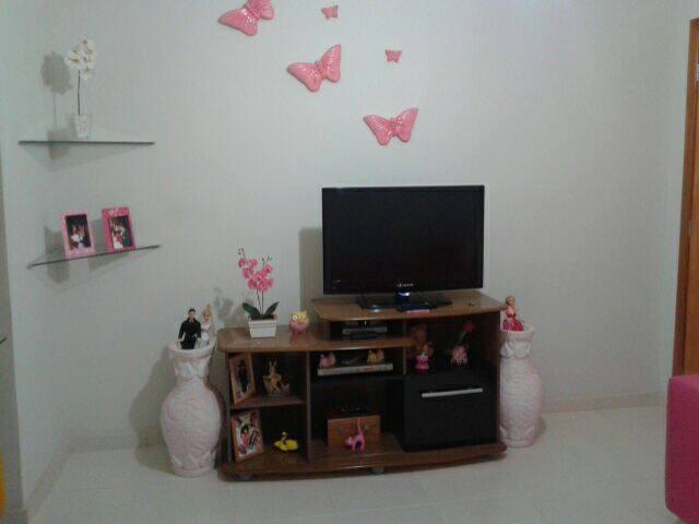 Sala com TV sofa ventilador teto