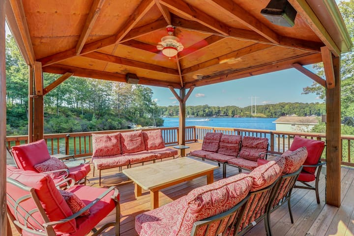 Perfect Lake Getaway centrally located w/dock, kayaks, theater room