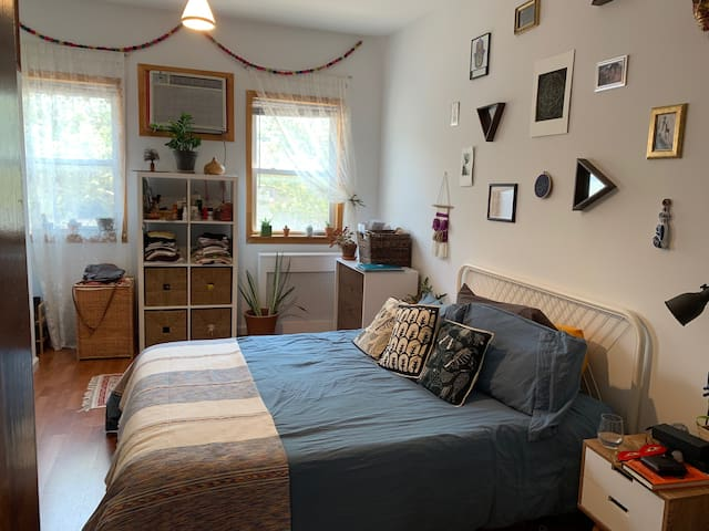 Comfy and Nice Railroad Apt in Williamsburg