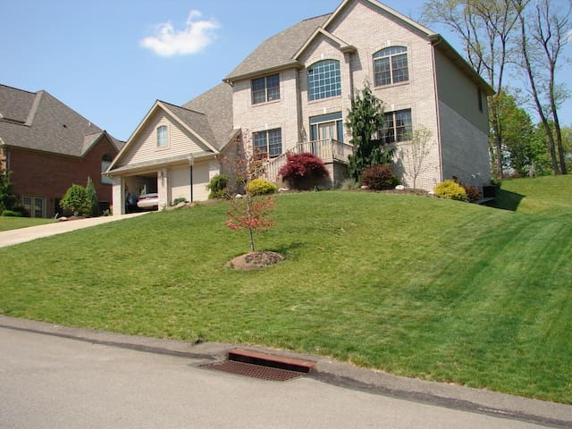 Beautiful home off I-79 - Canonsburg - บ้าน