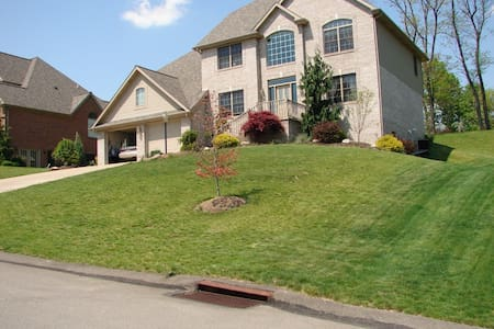 Beautiful home off I-79 - Canonsburg