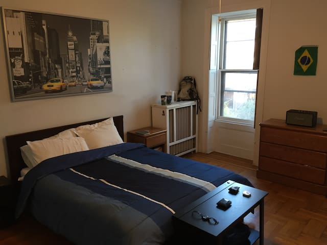 Spacious bedroom minutes from NYC - Hoboken - Huis