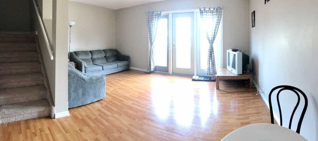 Clean & Cozy Townhouse by West Edmonton Mall