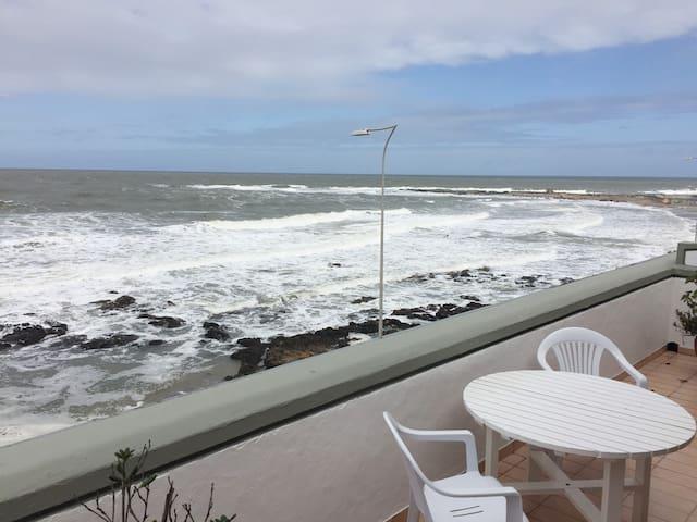 ¡Punta del Este, excelente, a metros del mar!